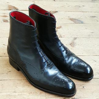 Men's brogue boot by Carreducker