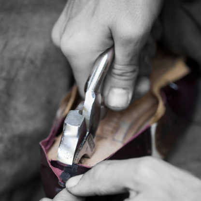 Lasting pliers for more experienced shoemakers
