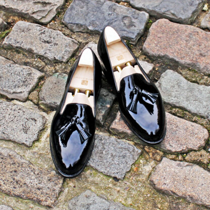 tassel pumps in black patent leather