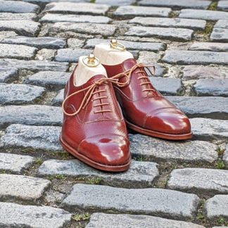 oxford shoe in chestnut grain leather